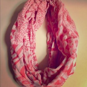 🆕💖White leopard printed infinity scarf